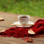 赤いマフラーとコーヒー